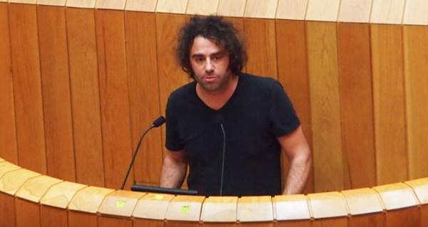 Photo of Davide Rodríguez (En Marea) plantexa no Parlamento galego a perda de superficie agraria e de explotacións