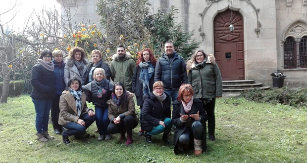 Photo of Os floristas de Ourense aprenden a facer decoración floral civil e relixiosa