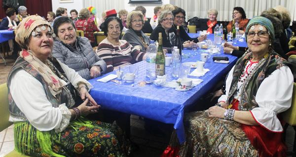 Photo of As amas de casa da Rúa xúntanse para celebrar o Xoves de Comadres
