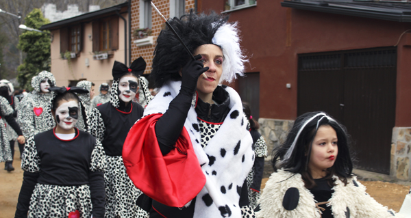 Photo of Animado desfile de Entroido en Vilamartín de Valdeorras