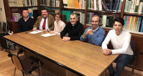 Photo of O Colexio de Aparelladores de Ourense asina un convenio con Cáritas para exonerala do pago de visados