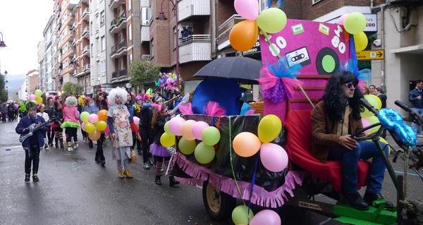 Photo of A auga obriga a aprazar o desfile de Entroido do Barco
