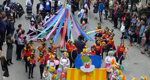 Photo of Preto de vinte comparsas percorren O Barco no desfile de Carnaval
