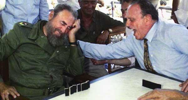 Photo of O cubano Miguel A. Alvelo presenta en Ourense un libro sobre as figuras de Fraga e Fidel Castro