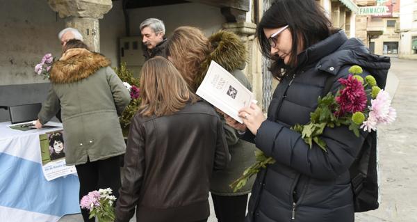 Photo of Versos e flores en Viana para homenaxear a Rosalía de Castro