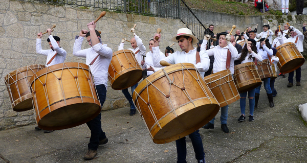 Photo of Vilariño de Conso, entre o ritmo dos folións e os saltos dos Boteiros