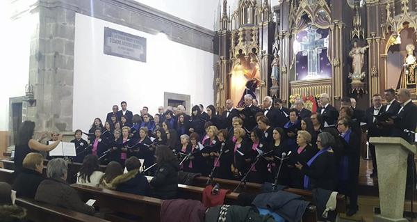 """Photo of O Orfeón Trivés e a Coral Polifónica de Monforte de Lemos, no I concerto de música sacra """"Vila de Trives"""""""