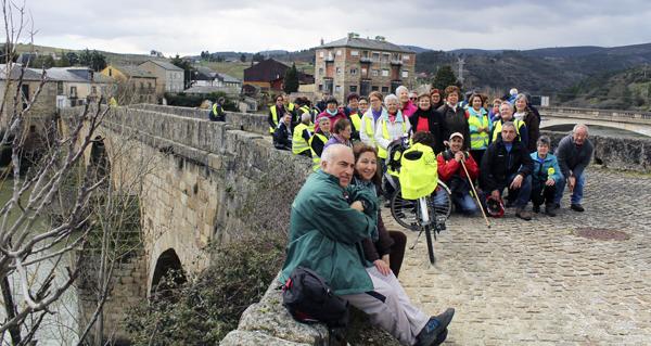 Photo of Membros da Asociación Camiños a Santiago pola Ribeira Sacra percorren Valdeorras