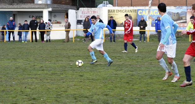 Photo of Fría xornada de fútbol no campo vianés das Carrelas