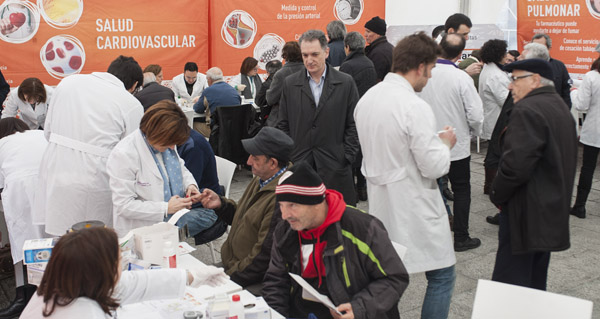 Photo of Os farmacéuticos ourensáns saen á rúa para achegar a profesión aos cidadáns