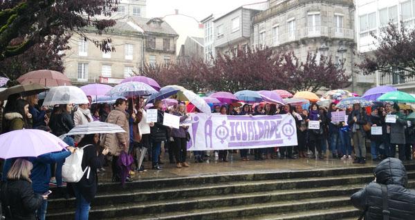 """Photo of O Carballiño reivindica a """"igualdade real"""" con actos no Concello e na praza Maior"""