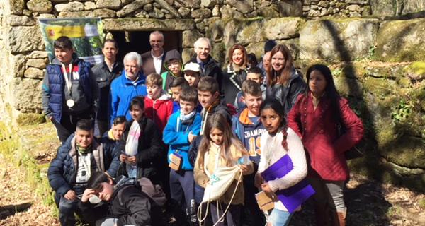 Photo of A CHMS celebra o Día da Auga no río Barbantiño cun grupo de escolares de Punxín