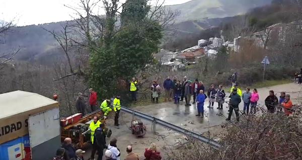 Photo of A Deputación corta a estrada a San Vicente de Leira
