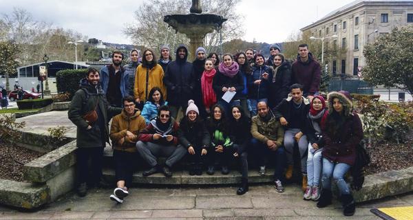 """Photo of Os participantes no Intercambio Xuvenil Internacional """"Movilízate"""" colaboran coa protectora municipal de Ourense"""