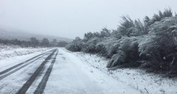 Photo of A neve complica a circulación polas estradas ourensás