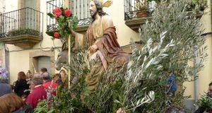 A tradicional procesión do Domingo de Ramos abre a Semana Santa na provincia