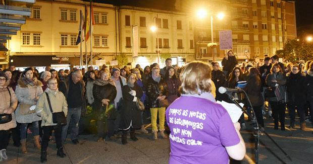 Photo of Lazos violetas e cancións, na segunda concentración do Día da Muller no Barco