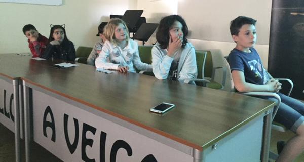 """Photo of Os alumnos do colexio da Veiga presentan o seu videoclip """"Isto é o mellor/ This is the best"""""""