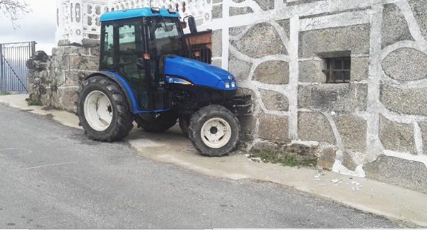 Photo of Falece un home ao volante dun tractor en Cambela (O Bolo)