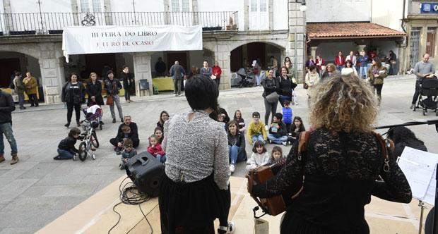 """Photo of Os contos e a música de """"O pozo das señoras"""", na III Feira do Libro de Viana"""