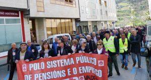 """Centos de persoas maniféstanse no Barco por unhas """"pensións dignas"""""""