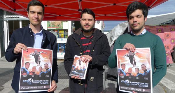 """Photo of A campaña """"#ValdeorrasExiste"""" das Xuventudes Socialistas, na feira de Viloira"""