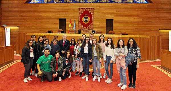 Photo of Gañadores do V Premio Estatuto de Autonomía para Galicia visitan o Parlamento