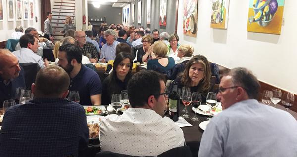 Photo of Un cento de persoas desfrutan da cea-maridaxe das I Xornadas de Valdeorras na Coruña