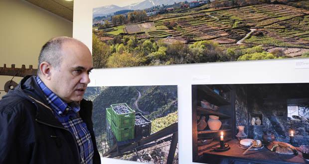 """Photo of """"Sober Vivo"""", un paseo visual polos recursos deste municipio da man de Felipe Castro"""