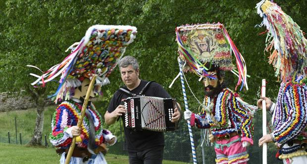 Photo of Kepa Junkera une a súa música cos ritmos ancestrais dos folións de Vilariño de Conso e Manzaneda