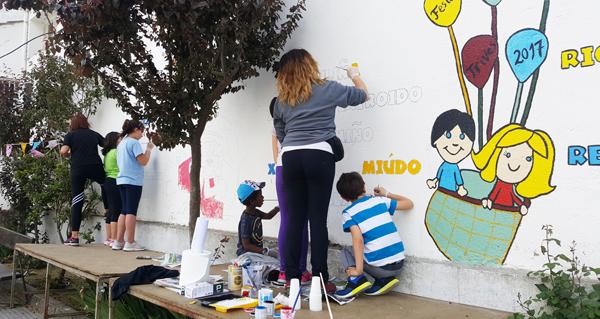 """Photo of Os nenos triveses descubren que """"Pintar en galego…Mola!"""