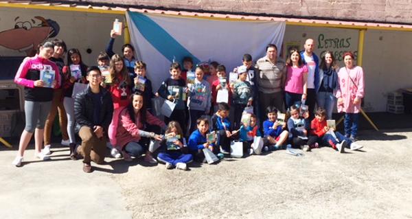 Photo of O Concello de Rubiá agasalla aos nenos do CEIP Virxe do Camiño con libros en galego