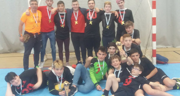 Photo of Os xogadores das Escolas Deportivas de Trives vencen na final provincial de fútbol sala cadete e infantil