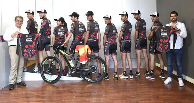 Photo of Preséntase no Barco o equipo ciclista Tres Lunas D.O. Valdeorras-Vauto