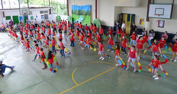 Photo of Graduacións, baile e música para despedir o curso no CEIP Otero Pedrayo de Viloira