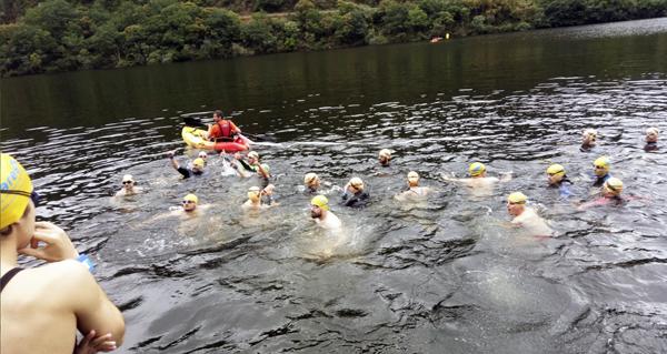 Photo of Máis dun cento de nadadores na IV Travesía Encoro Os Peares