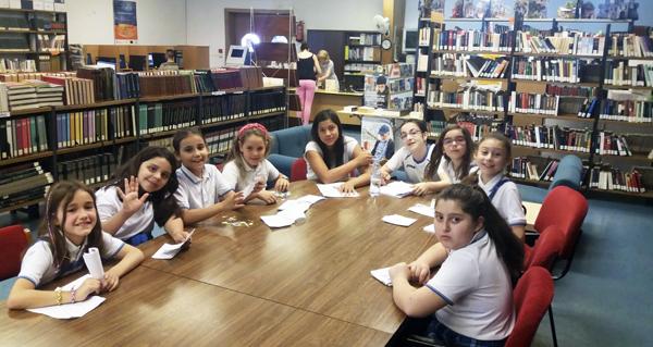 Photo of Alumnos do Pablo VI-Fátima celebran na biblioteca da Rúa o Día das Letras Inglesas