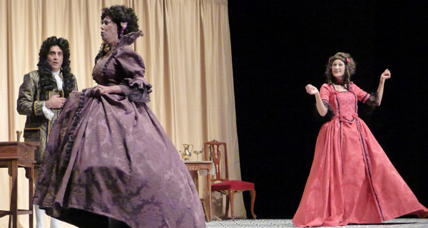 """Photo of Gargallada enche o Teatro Lauro Olmo do Barco na estrea de """"O xogo de Versalles"""""""