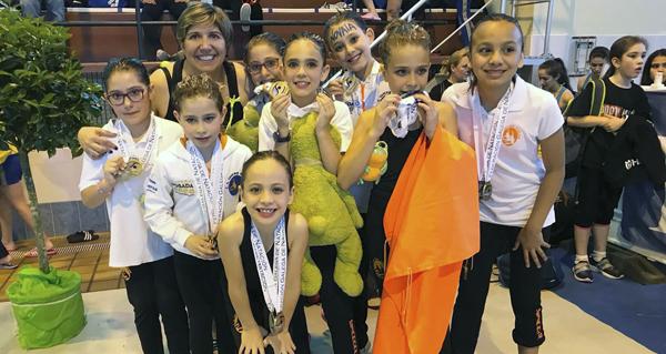 Photo of Cinco medallas para o Sincro Ourense no galego de base de verán de natación artística