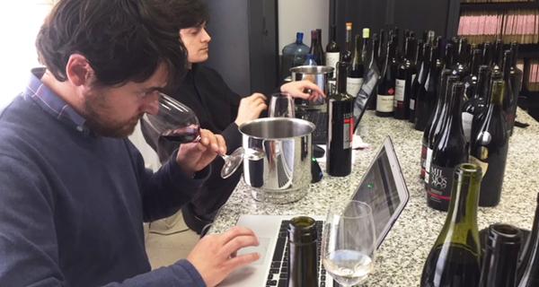 """Photo of Os catadores da """"Guía Peñín"""" valoran os viños de Valdeorras e da Ribeira Sacra"""