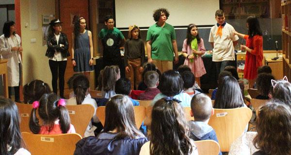 Photo of Teatro na Biblioteca de Verín cos personaxes de Scooby-Doo