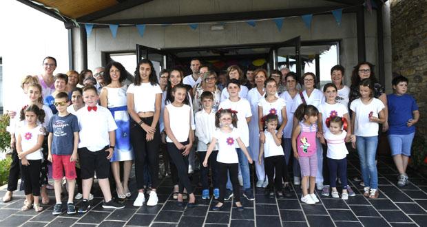Photo of Cativos e maiores comparten unha tarde de lecer na residencia de O Bolo