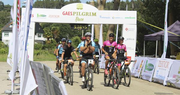 Photo of Os ciclistas da II Pilgrim Race chegan a Valdeorras