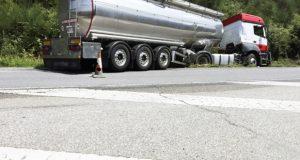 Accidente dun camión na estrada N-120