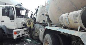 Un ferido nun choque entre dous camións en Parada de Sil