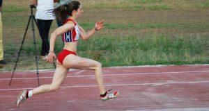 A saltadora valdeorresa Leticia Gil, terceira no campionato de España de atletismo por federacións