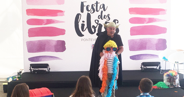 Photo of O obradoiro infantil de pintura comestible do valdeorrés Chere, na Festa dos Libros de Pontevedra