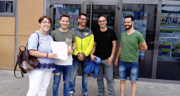 Photo of Un escrito asinado por case 600 persoas pídelle ao Concello do Barco a subrogación dos traballadores da piscina cuberta