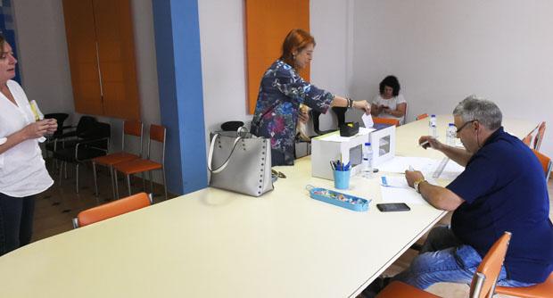 Photo of Xornada de votacións na sede do PP no Barco