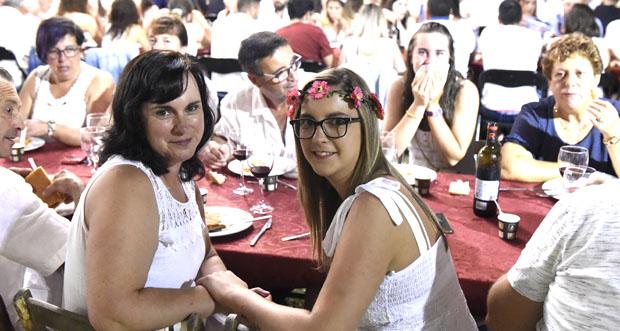 Photo of Manzaneda tínguese de branco na Festa Ibicenca